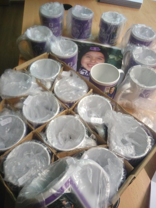 Tassen im Schrank